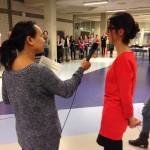 Sopa Bouwman interviewt een deelnemer tijdens een 'Over de streep'-sessie